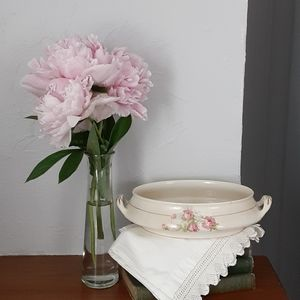 Vintage compote with roses